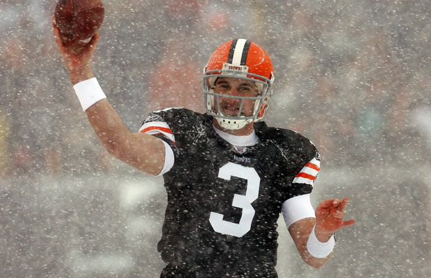 Derek Anderson throwing the ball in the snow.